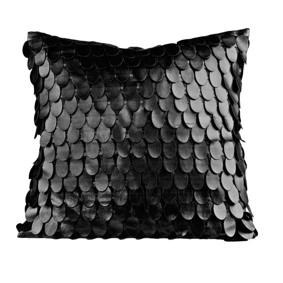 czarna poduszka